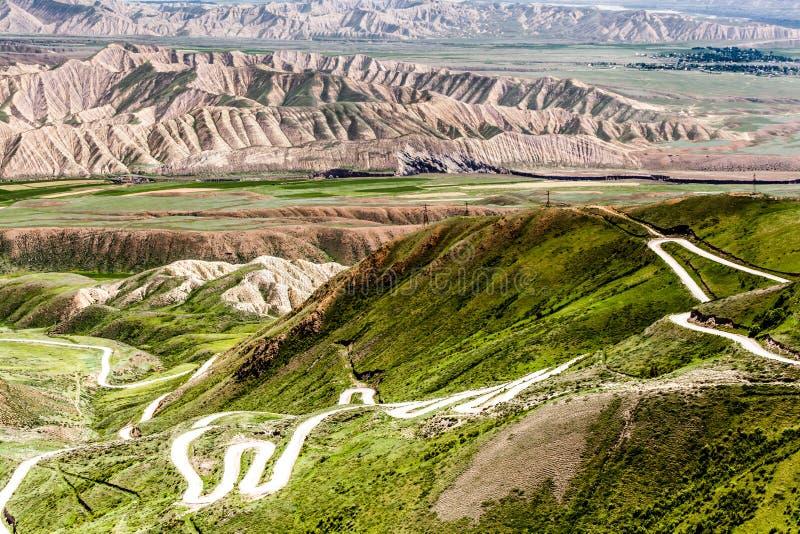 Montañas agradables en el país de Kirguistán fotos de archivo libres de regalías