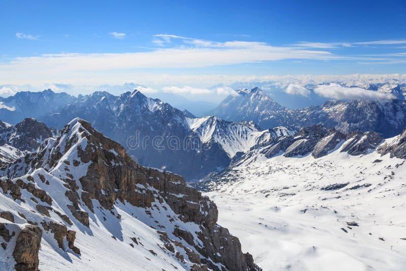 Montañas alpinas imagen de archivo