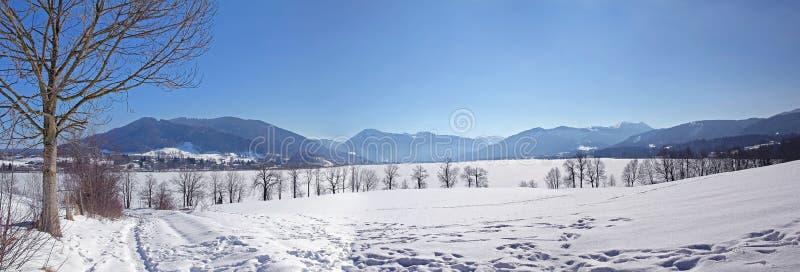 Montañas bávaras de la visión panorámica en invierno imagen de archivo libre de regalías