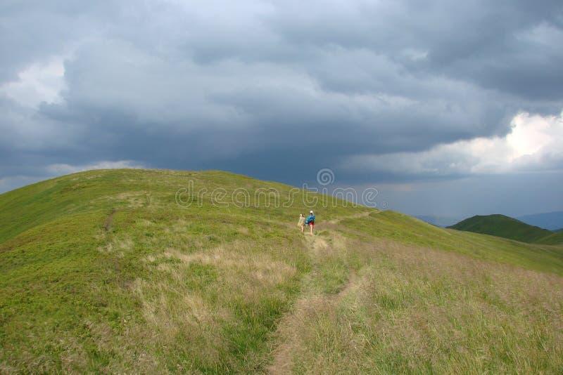 Montañas cárpatas ucranianas Cordillera Borzhava cerca de la región de Volovets Zakarpattya del pueblo ucrania imagen de archivo libre de regalías