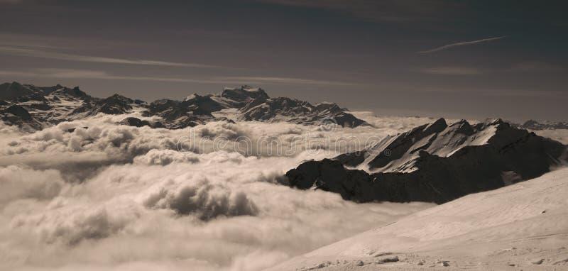 Montañas cambiantes fotografía de archivo