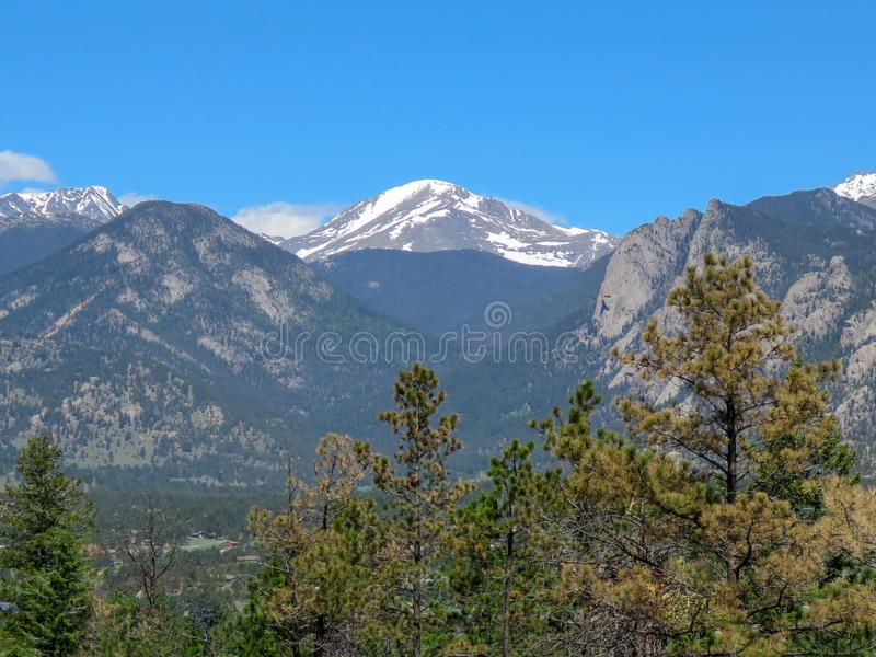 Montañas capsuladas nieve de Estes Park Colorado imagen de archivo