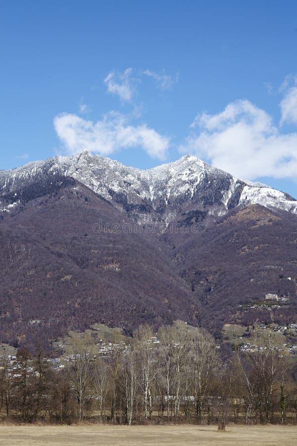 Montañas cerca de Quartino Tesino, Suiza fotos de archivo libres de regalías