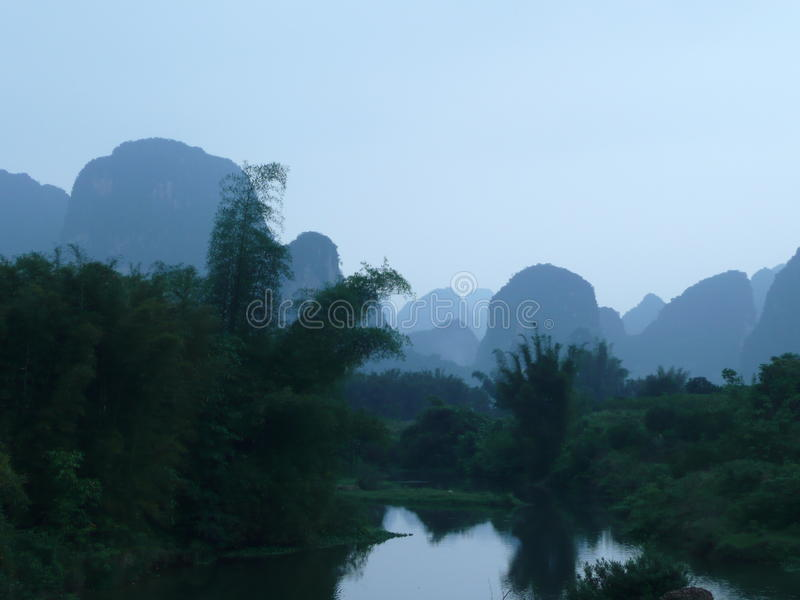 Montañas China de la piedra caliza foto de archivo