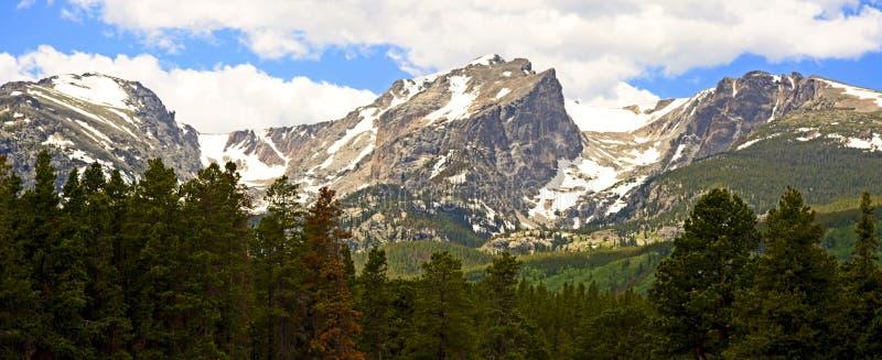 Montañas coronadas de nieve en Colorado fotografía de archivo