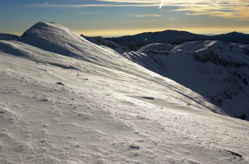 Montañas de Bugeci en la puesta del sol.   foto de archivo libre de regalías