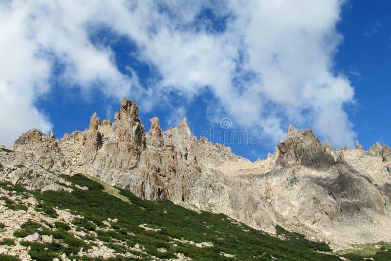 Montañas de Cerro Catedral en Bariloche fotos de archivo