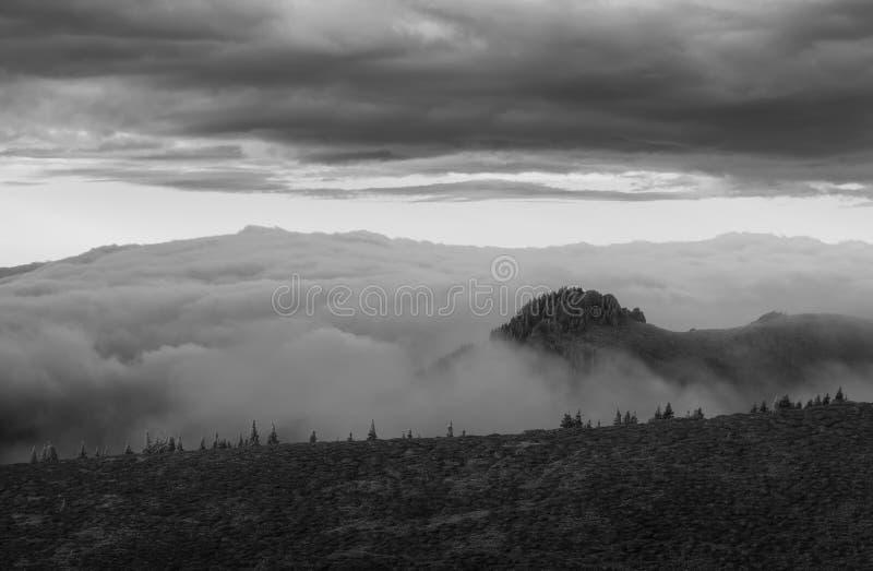 Montañas de Ciucas en un día del otoño imagen de archivo libre de regalías