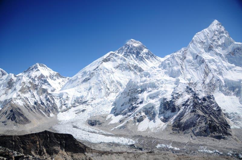 Montañas de Everest, de Nuptse y de Lhotse fotos de archivo