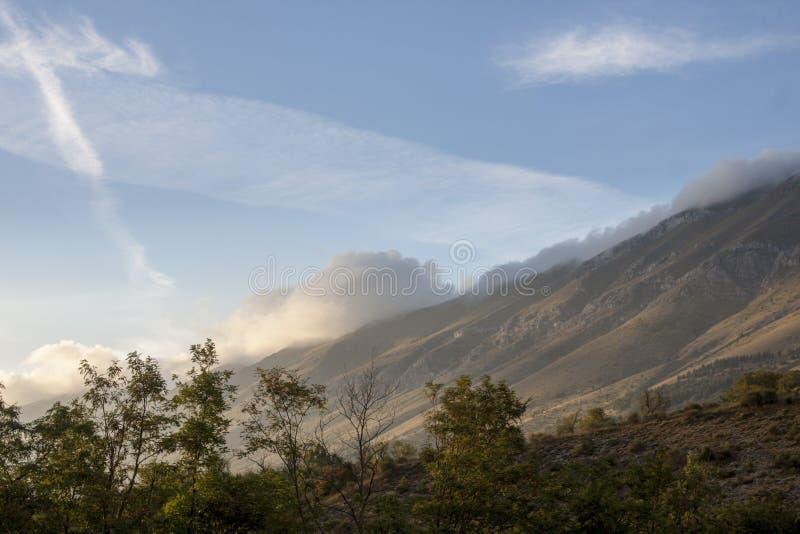 Montañas de Gran Sasso imagenes de archivo