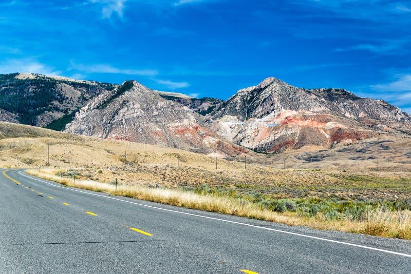 Montañas de la carretera y del Bighorn imagen de archivo libre de regalías