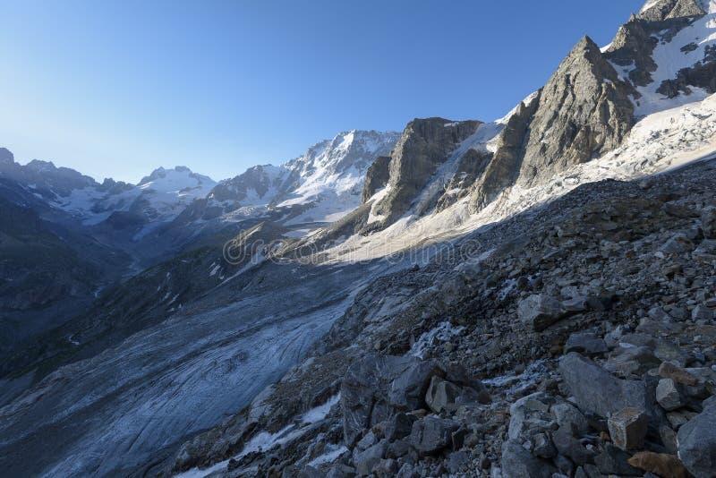 Montañas de la mañana imágenes de archivo libres de regalías