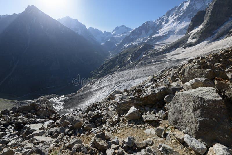Montañas de la mañana foto de archivo libre de regalías
