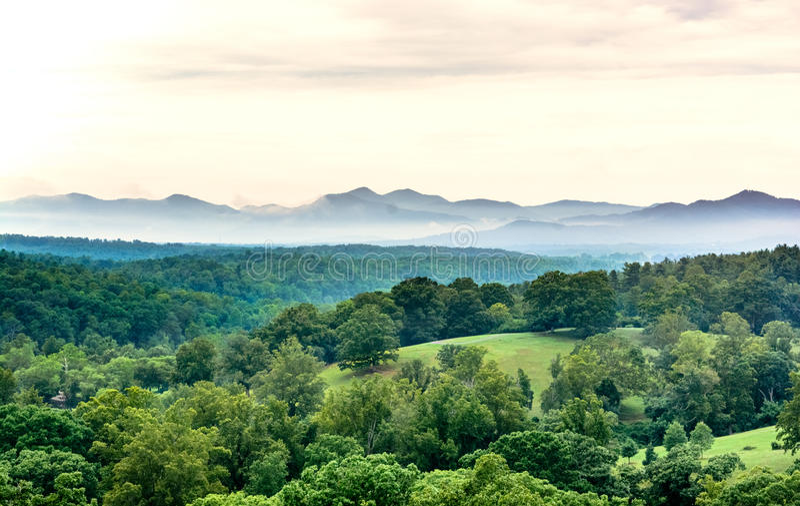 Montañas de la mañana fotos de archivo libres de regalías