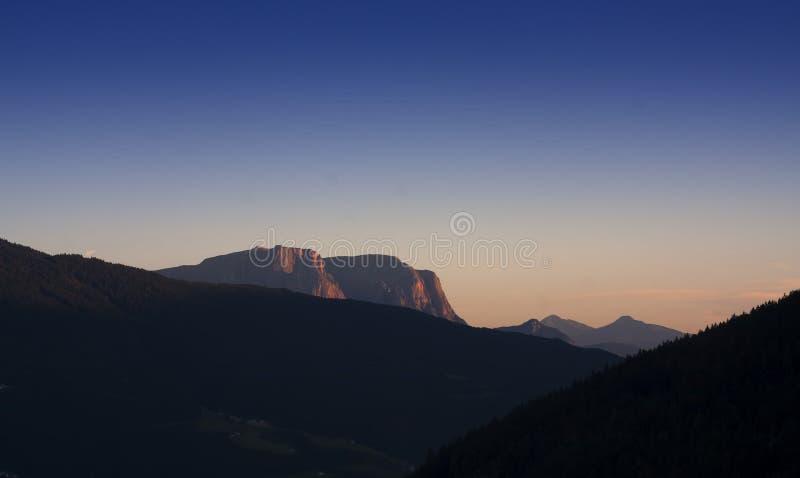 Montañas de las dolomías en la puesta del sol imágenes de archivo libres de regalías