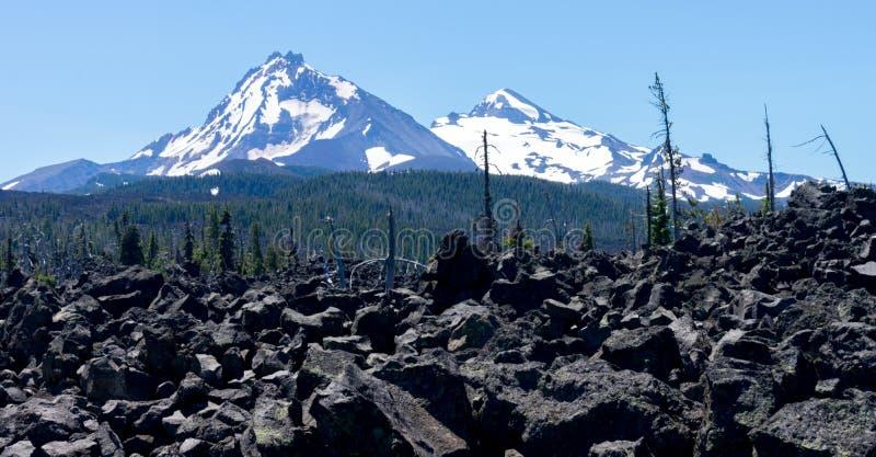 Montañas de las hermanas imagen de archivo libre de regalías