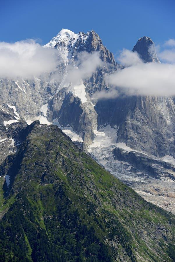 Montañas de las montañas fotografía de archivo libre de regalías