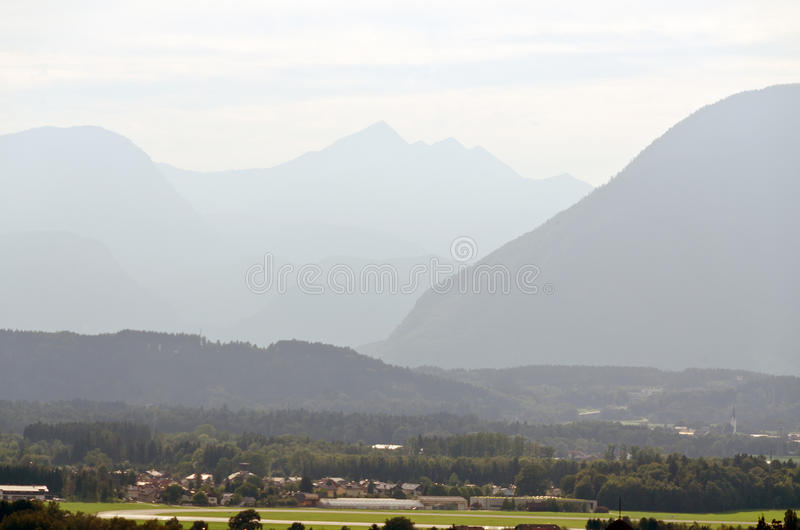 Montañas de las montan@as imagen de archivo