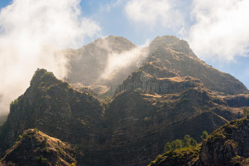 Montañas de Madeira que rodean los freiras curral del das fotografía de archivo libre de regalías