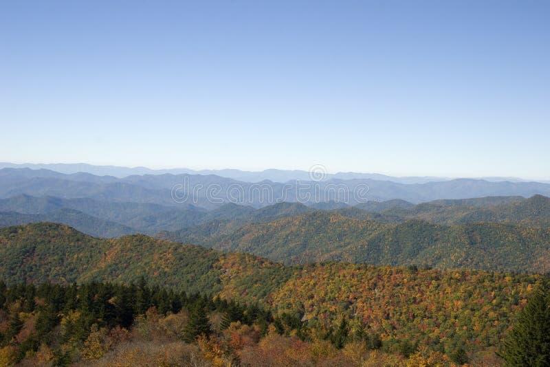 Montañas de Ridge azul en la caída fotografía de archivo libre de regalías