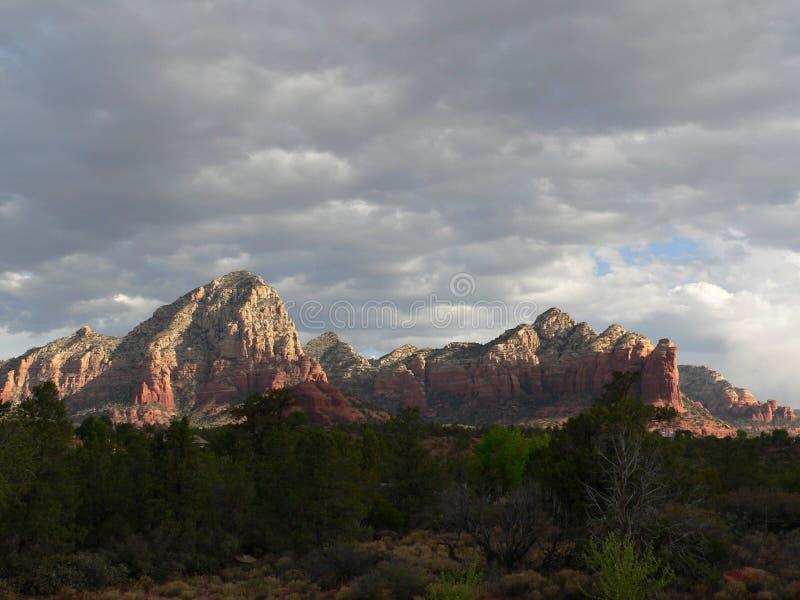 Montañas de Sedona de la salida del sol fotos de archivo libres de regalías