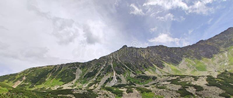Montañas de Tatras de la forma de la imagen del paisaje altas en montaña más alta polaca fotos de archivo libres de regalías