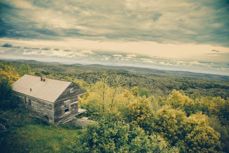 Montañas de Vermont de la cabina de la montaña del Hogback imagen de archivo