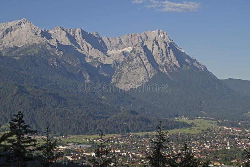 Montañas de Wetterstein con Zugspitze fotos de archivo