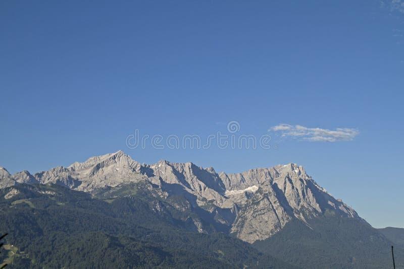 Montañas de Wetterstein con Zugspitze imágenes de archivo libres de regalías