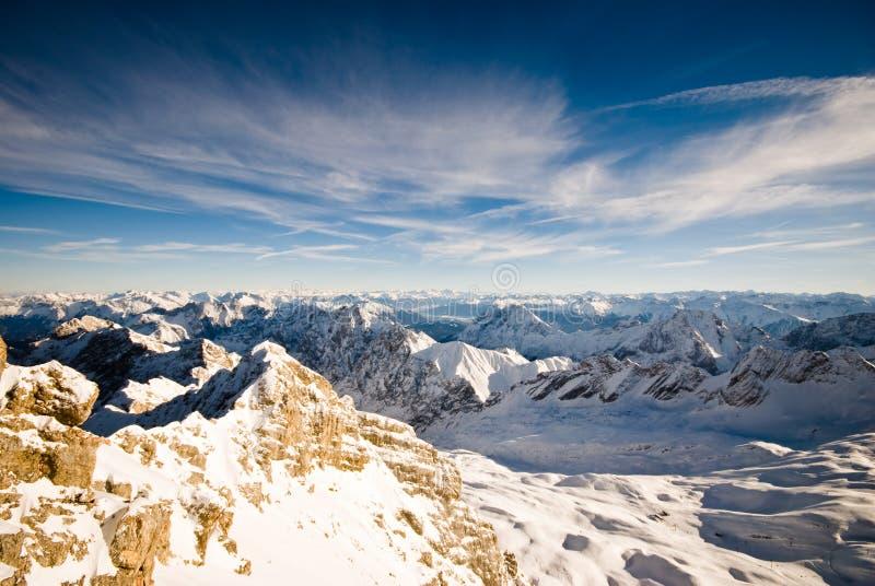 Montañas de Zugspitze escénicas imagenes de archivo