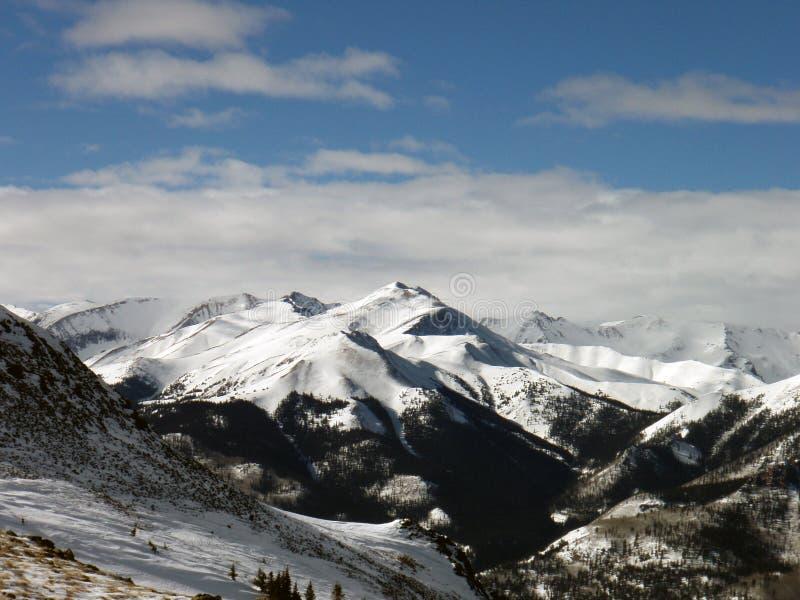 Montañas del invierno imagen de archivo