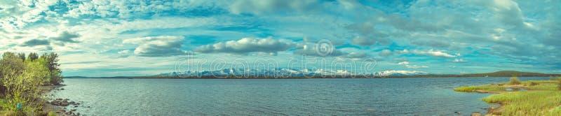 Montañas del lago y de Hibiny Imandra fotografía de archivo libre de regalías