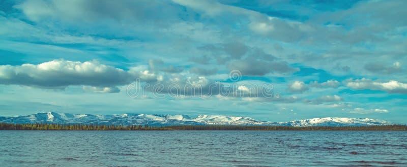 Montañas del lago y de Hibiny Imandra imagen de archivo