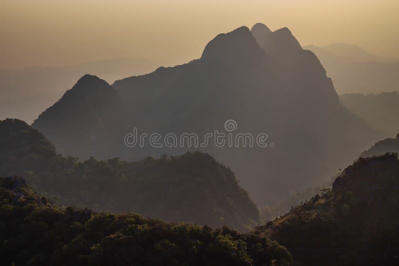 Montañas Doi Luang Chiang Dao de la puesta del sol imágenes de archivo libres de regalías