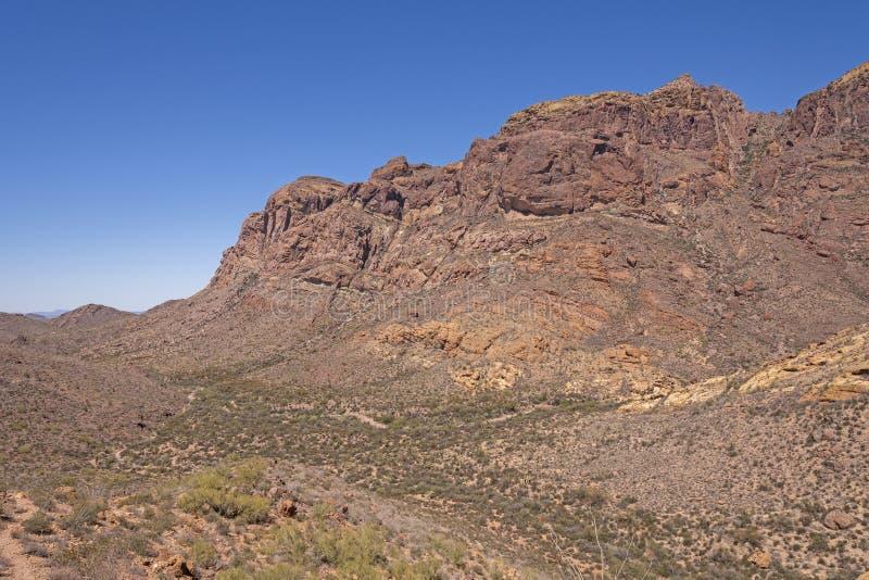 Montañas dramáticas en el desierto foto de archivo libre de regalías