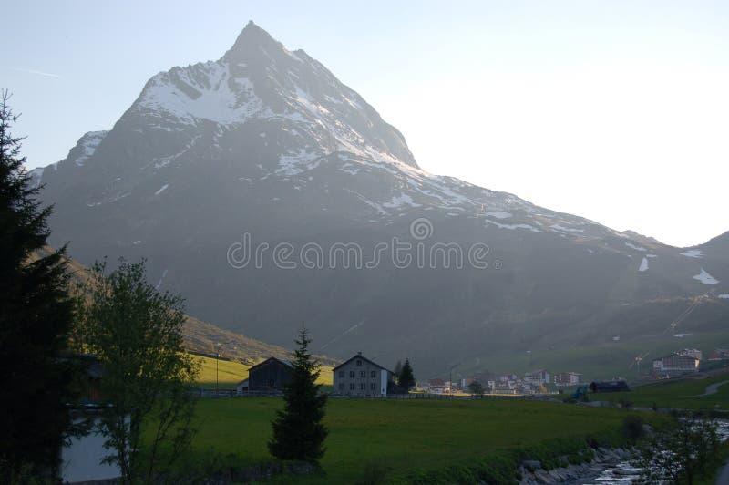Montañas en bici imagenes de archivo