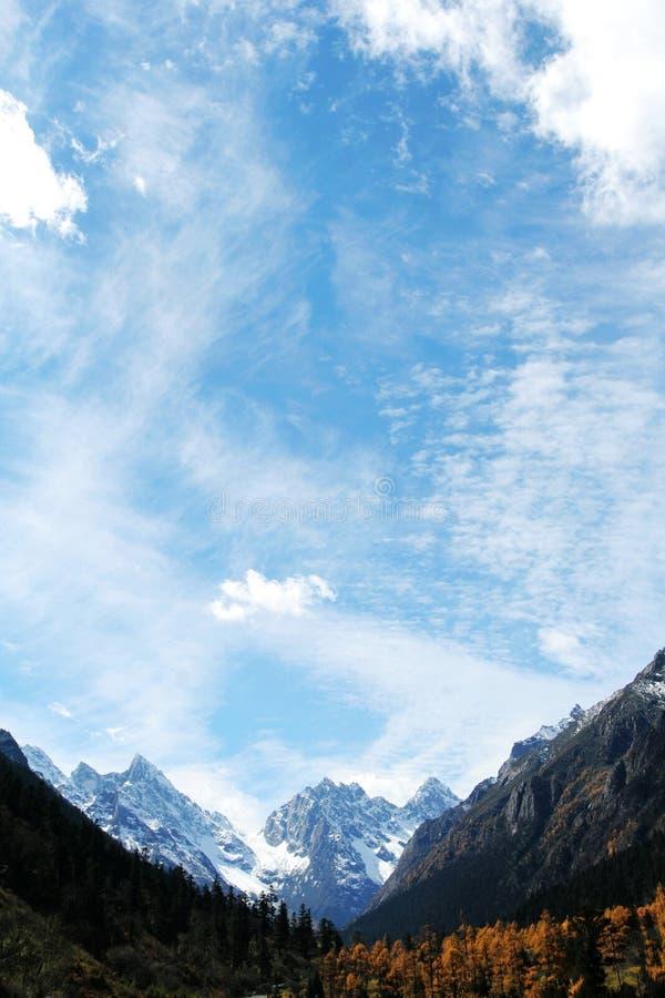 Montañas en la caída imagen de archivo libre de regalías