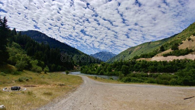 Montañas en la mitad del camino centraa, Utah de Wasatch del barranco y del río de Provo imágenes de archivo libres de regalías