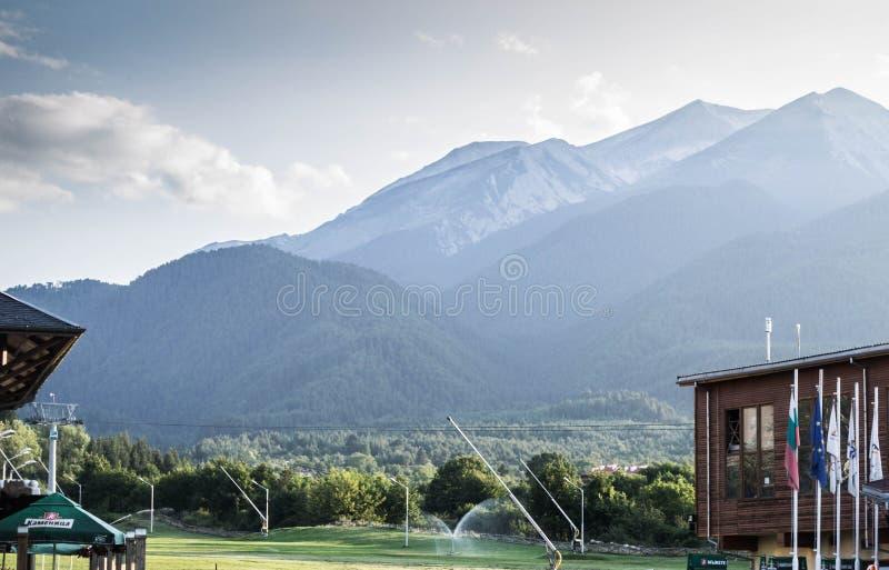 Montañas en la naturaleza de Bansko en Bulgaria fotografía de archivo