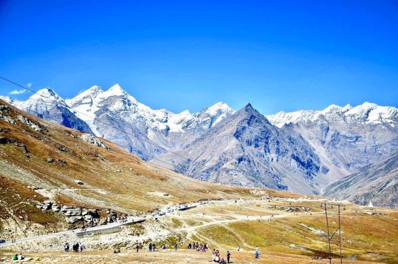 Montañas en Manali en Himachal Pradesh fotos de archivo