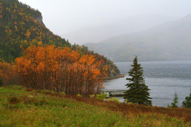 Montañas en otoño foto de archivo libre de regalías