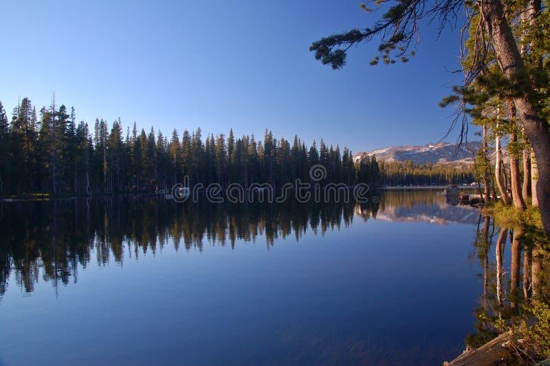 Montañas en primavera fotografía de archivo