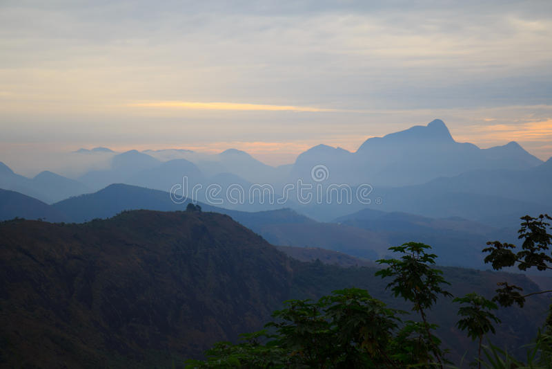 Montañas en puesta del sol en el Brasil imagen de archivo libre de regalías