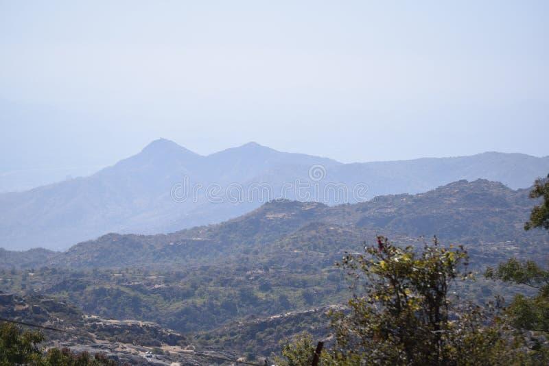 Montañas en 3 sombras fotografía de archivo libre de regalías