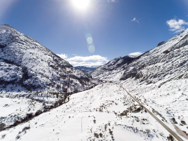 Montañas españolas en invierno imagen de archivo