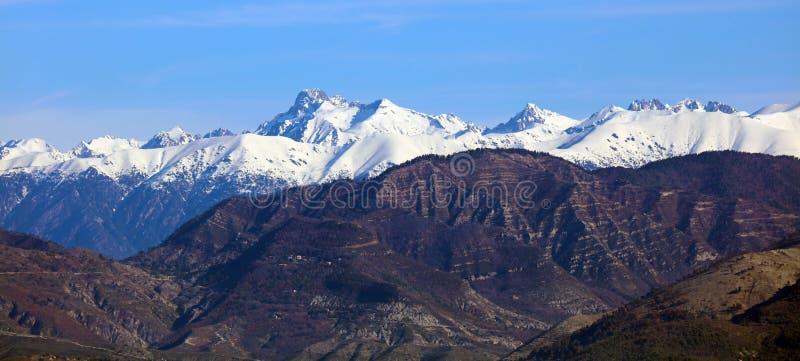 Montañas francesas riviera francesa, ` Azur, costa mediterránea de CÃ'te d, Eze, Saint Tropez, Cannes y Mónaco Agua azul y yates  imágenes de archivo libres de regalías