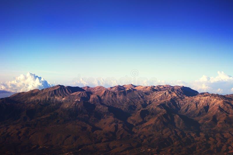 Montañas griegas del avión fotos de archivo