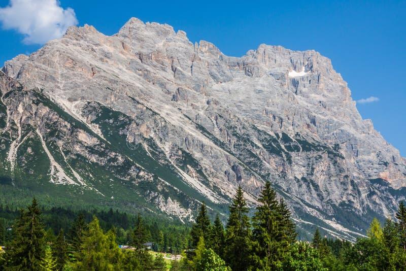 Montañas hermosas de la dolomía cerca de Cortina d'Ampezzo, Pomagagnon imagenes de archivo