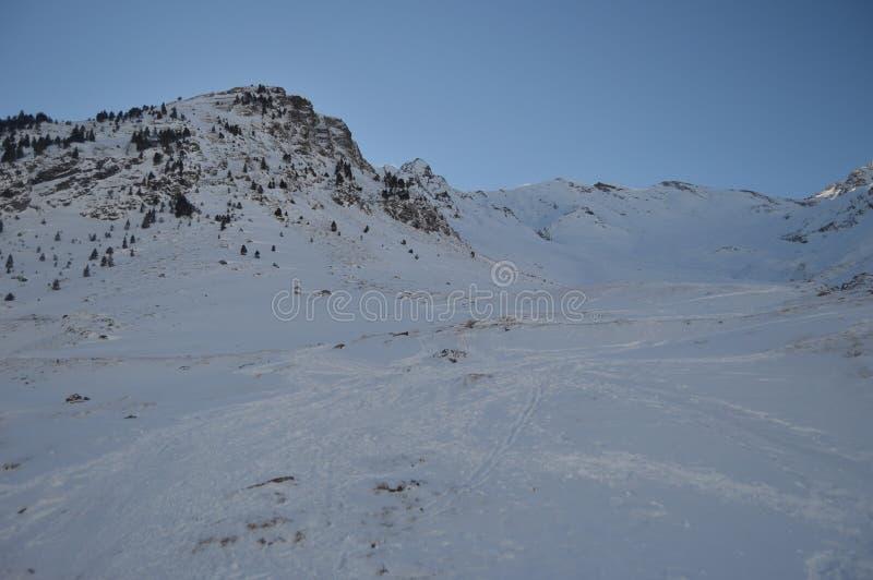 Montañas hermosas Nevado de Creta de Bataillence en Aragnouet Naturaleza, viaje, paisajes 29 de diciembre de 2014 Aragnouet, medi foto de archivo libre de regalías