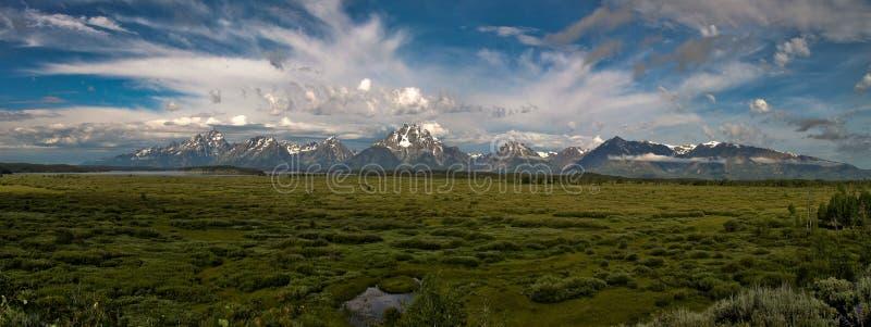 Montañas impresionantes en el parque nacional magnífico de Teton fotografía de archivo libre de regalías